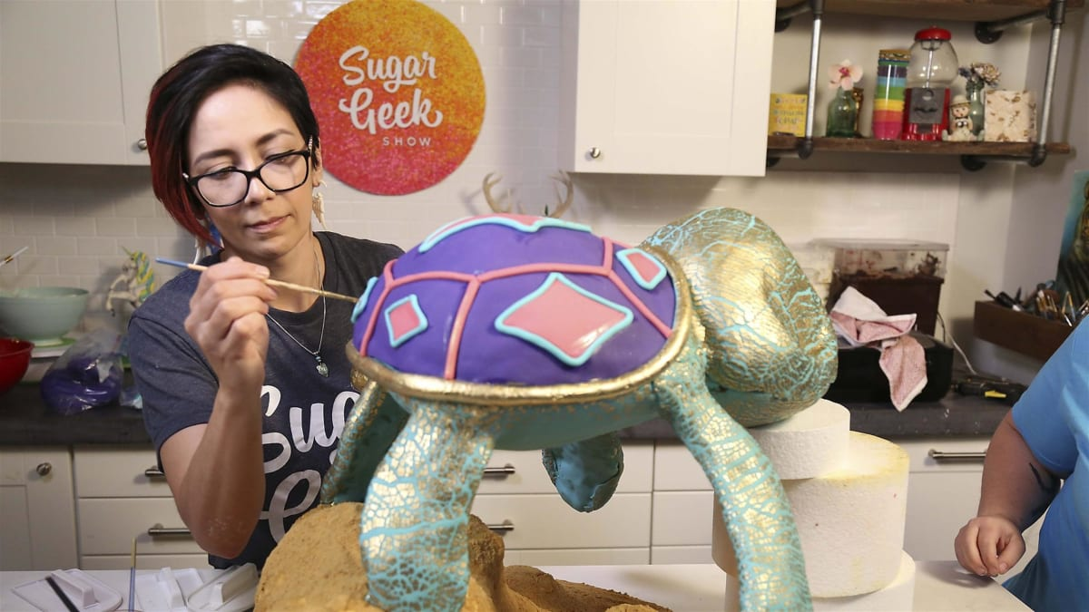 A cake artist tries to make 25 pounds of cake look and float like a turtle.