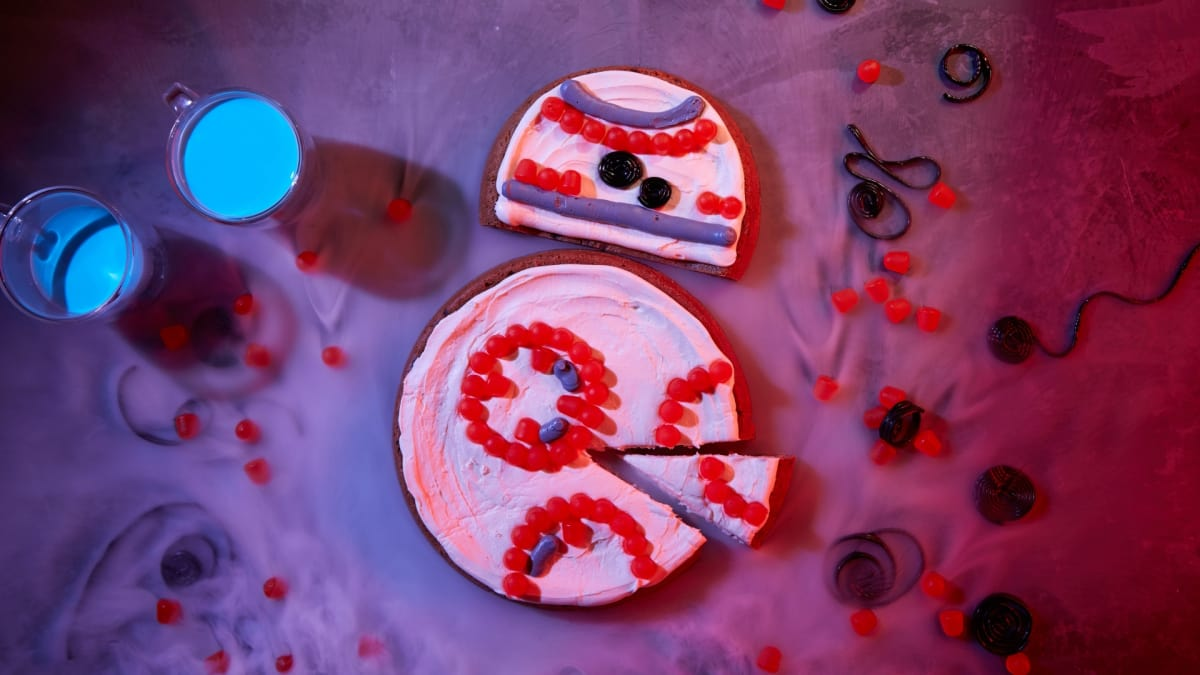 Assemble your own lovable droid with cookie dough and frosting.